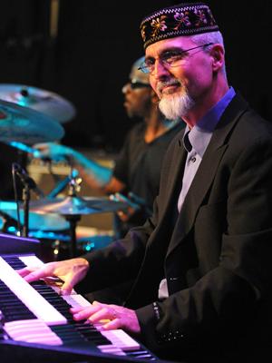MJF2014-participant-Michel-Benebig-piano-New-Caledonia_300x400_2
