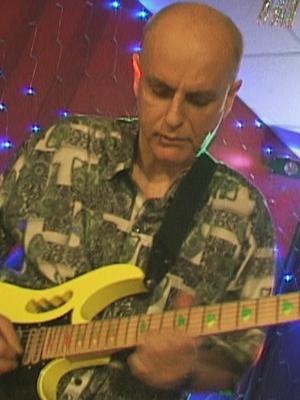 MJF2014-participant-aleksandr-gasukha-guitar-rossija_300x400
