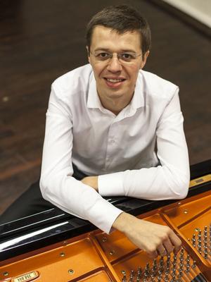 MJF2014-participant-dmitrij-golovanov-piano-lithuania_300x400