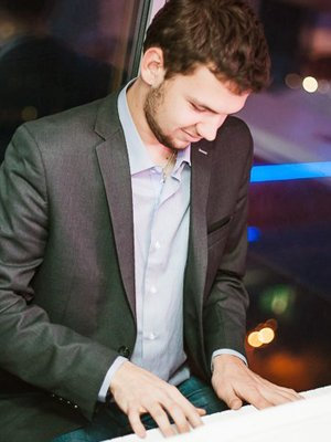 MJF2014-participant-ivan-kharlamov-piano-ukraina_300x400