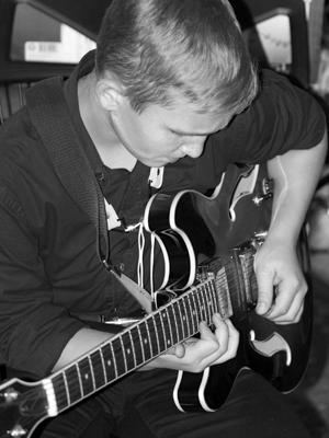 MJF2014-participant-konstantin-kalmykov-guitar-ukraina_300x400