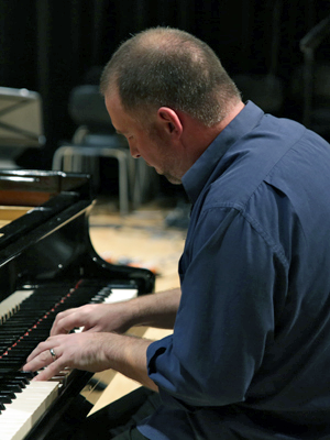 MJF2014-participant-mark-baynes-piano-new-zealand_300x400